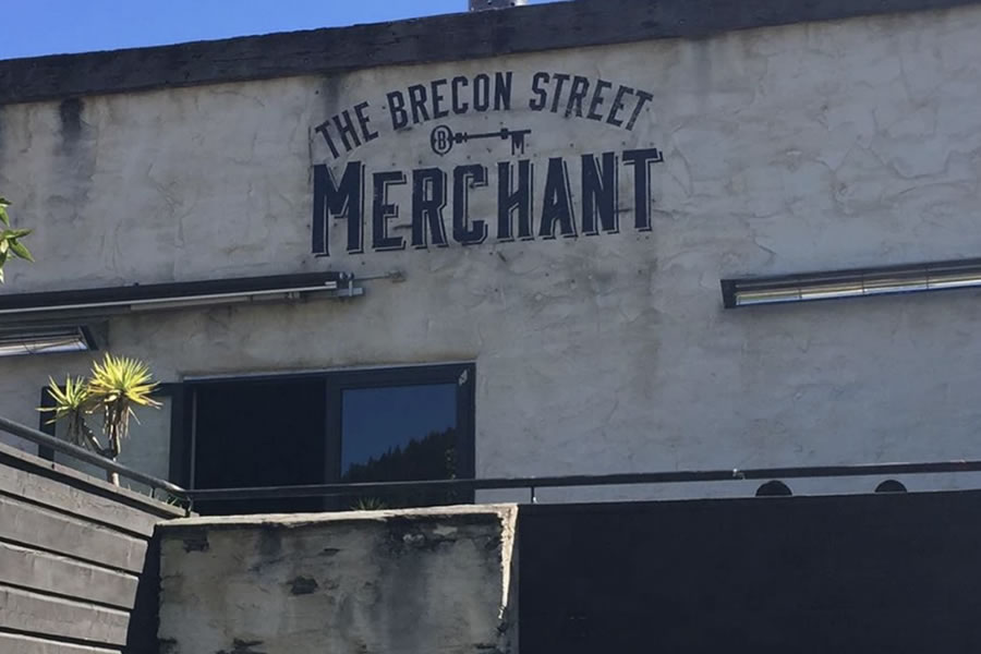 shop-signwriter-auckland local signwriter